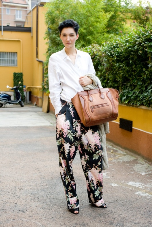 STREET-STYLE-FASHION-WEEK-MILAN-SHORT-HAIR-CLEAN-WHITESHIRT-BAGGY-CELINEPRINT-FLORAL-TROUSERSPANTS-OPEN-TOE-SHOES-TOTE-BAG-KNIT-Janice-Alida-VOGUE-UK